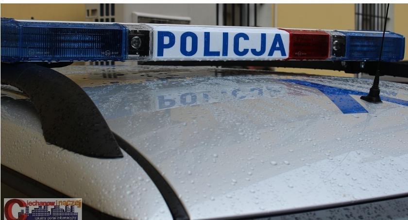 Wypadki drogowe, Wasze radiowóz rozbity samym skrzyżowaniu - zdjęcie, fotografia