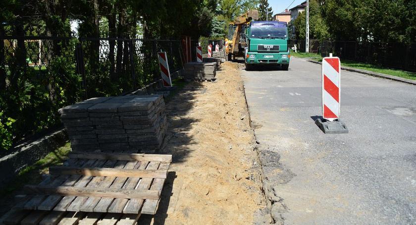 Inwestycje, Remont chodnika osiedlu Kargoszyn - zdjęcie, fotografia