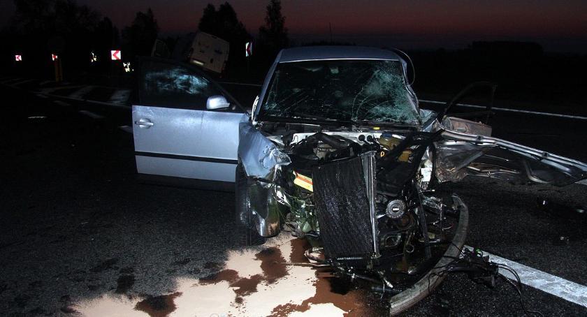 Wypadki drogowe, Nocny karambol drodze krajowej osoby ranne (zdjęcia) - zdjęcie, fotografia