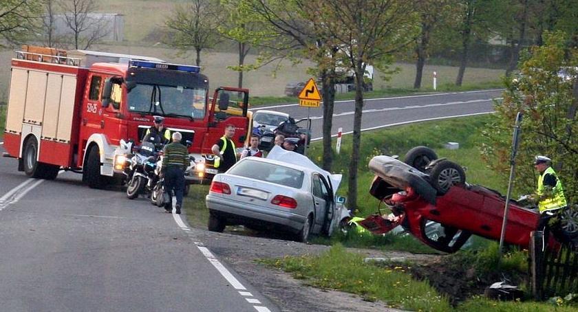 Wypadki drogowe, Dwoje dzieci rannych zderzeniu trzech Sprawcą pijany ciechanowianin (zdjęcia) - zdjęcie, fotografia