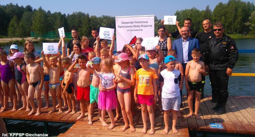 Działania Strażaków, Młodzi ciechanowianie wzięli udział pokazie ratownictwa wodnego Krubinie (zdjęcia) - zdjęcie, fotografia