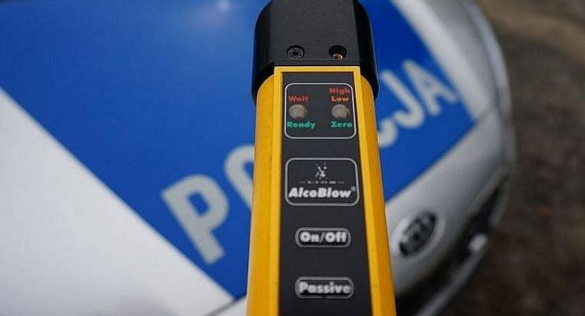 Pijani Kierowcy, Kompletnie pijany kierowca zatrzymany drodze Ciechanów Glinojeck - zdjęcie, fotografia