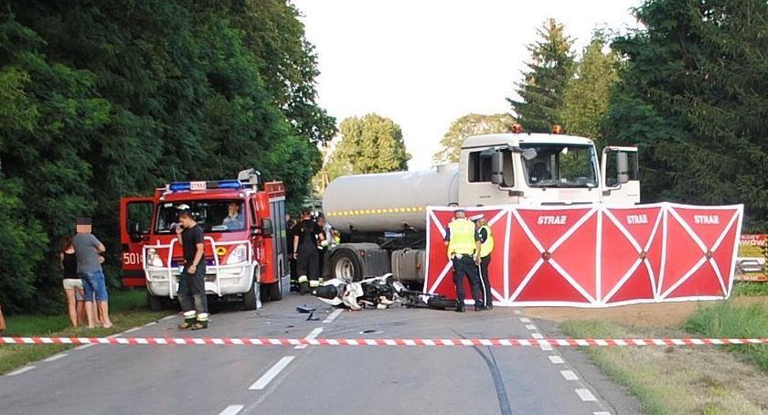 Wypadki drogowe, Cieżarówka zajechała drogę motocykliście latek zginął miejscu (zdjęcia) - zdjęcie, fotografia