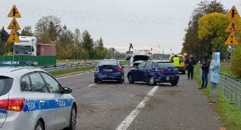Wypadki drogowe, Zdarzenie udziałem trzech krajówce utrudnienia ruchu - zdjęcie, fotografia
