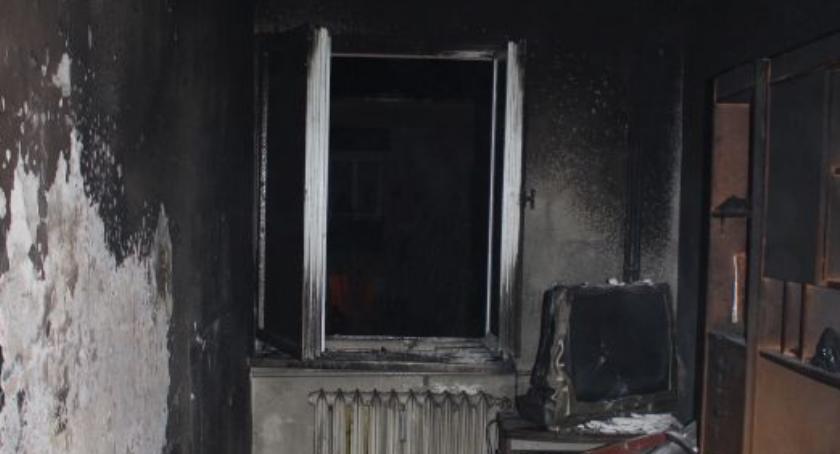 Pożary, ostatniej chwili Pożar bloku centrum Ciechanowa (zdjęcia) - zdjęcie, fotografia
