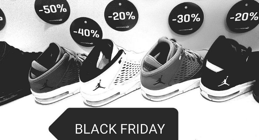 Społeczeństwo, Black Weekend sklepie Mrówce - zdjęcie, fotografia