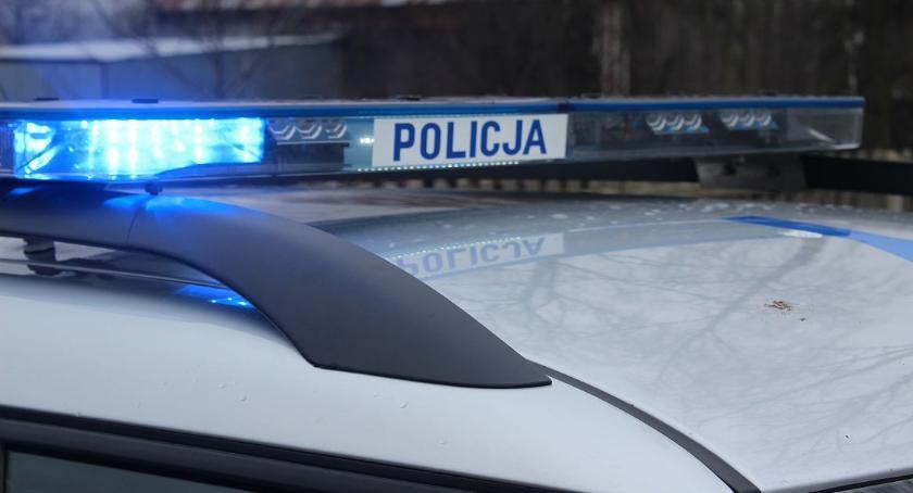 Pijani Kierowcy, Nastolatek Ciechanowa uderzył autem ogrodzenie pijany - zdjęcie, fotografia