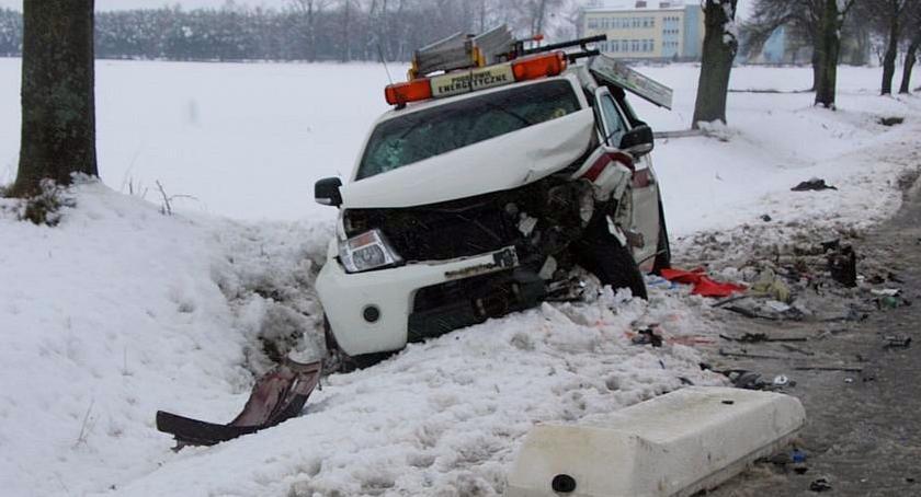 Wypadki drogowe, Czołówka Forda pojazdem pogotowia energetycznego (zdjęcia) - zdjęcie, fotografia