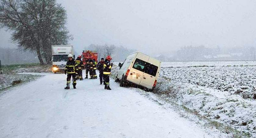 Wypadki drogowe, Ślisko drogach Kolizje Ciechanowie okolicach - zdjęcie, fotografia
