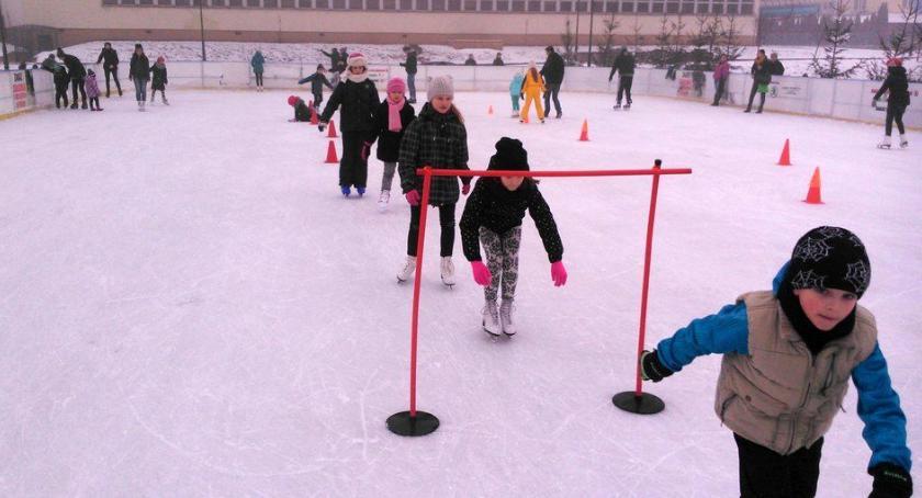 Społeczeństwo, Ferie Ciechanowie darmowe lodowisko zajęcia edukacyjno sportowe warsztaty - zdjęcie, fotografia