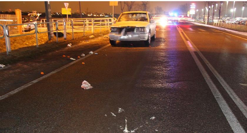 Wypadki drogowe, latka potrącona pasach pobliżu centrum handlowego Ciechanowem - zdjęcie, fotografia