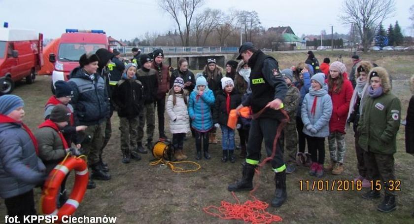 Działania Strażaków, Mężczyzna wpadł rzeki! Pokaz ratownictwa wodnego Sońsku (zdjęcia) - zdjęcie, fotografia