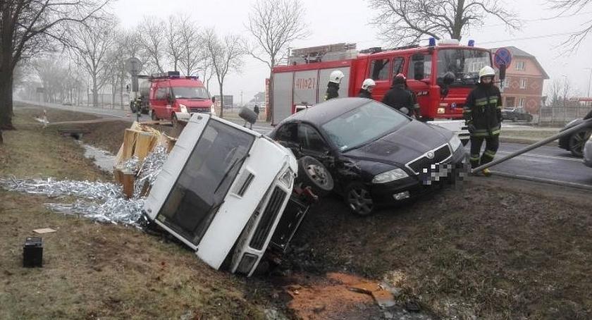 Wypadki drogowe, Zderzenie osobówki dostawczakiem Glinojecku (zdjęcia) - zdjęcie, fotografia