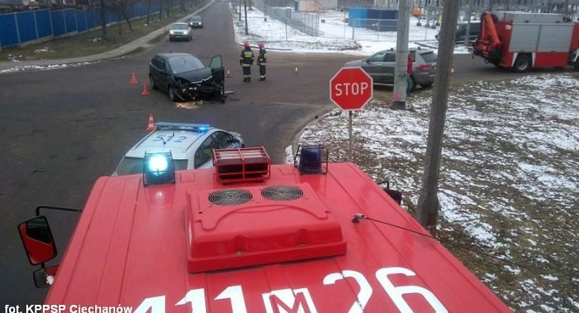 Wypadki drogowe, Zderzenie samochodów skrzyżowaniu Ciechanowie (zdjęcia) - zdjęcie, fotografia