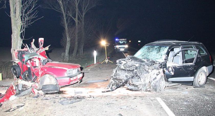 Wypadki drogowe, Tragiczny wypadek krajówce czołowo zderzył Toyotą - zdjęcie, fotografia