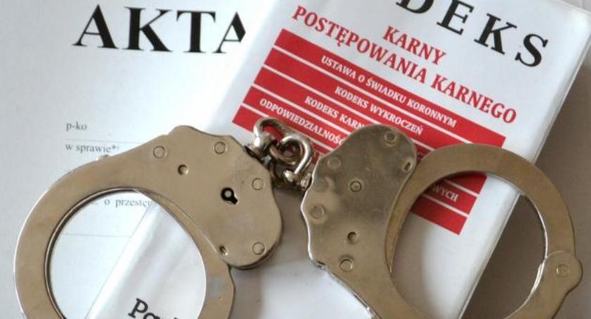Kronika kryminalna, Znęcał żoną Policję powiadomiła letnia córka - zdjęcie, fotografia