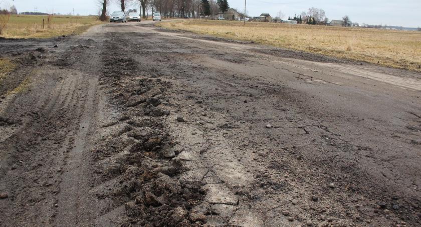 Interwencje, Wasze Sterczące kawałki asfaltu zakopujące drogach Sońsk [zdjęcia] - zdjęcie, fotografia