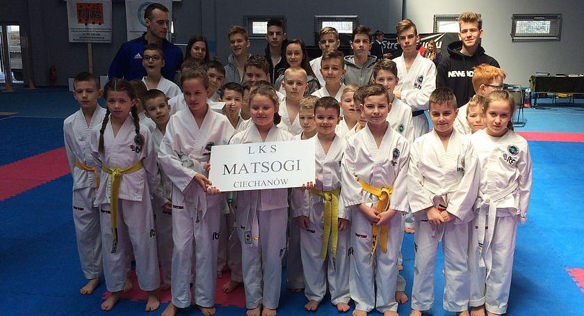Taekwondo, Dziesięć medali ciechanowian podczas Międzywojewódzkich Mistrzostw Taekwondo - zdjęcie, fotografia