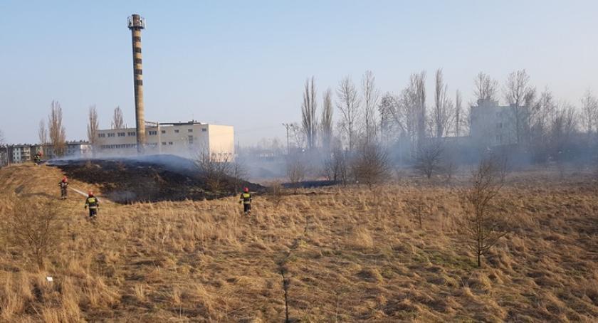 Pożary, Pożar pobliżu ciechanowskiego szpitala - zdjęcie, fotografia