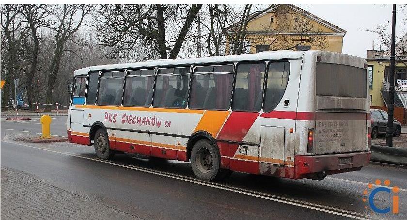 Komunikacja Publiczna, Ponad autobusów Ciechanów wystawionych sprzedaż - zdjęcie, fotografia