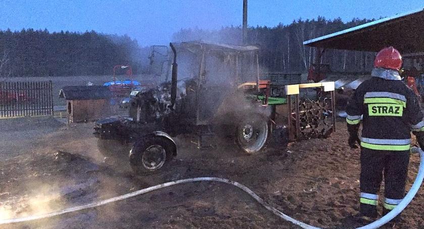 Pożary, Spłonął ciągnik rolniczy - zdjęcie, fotografia