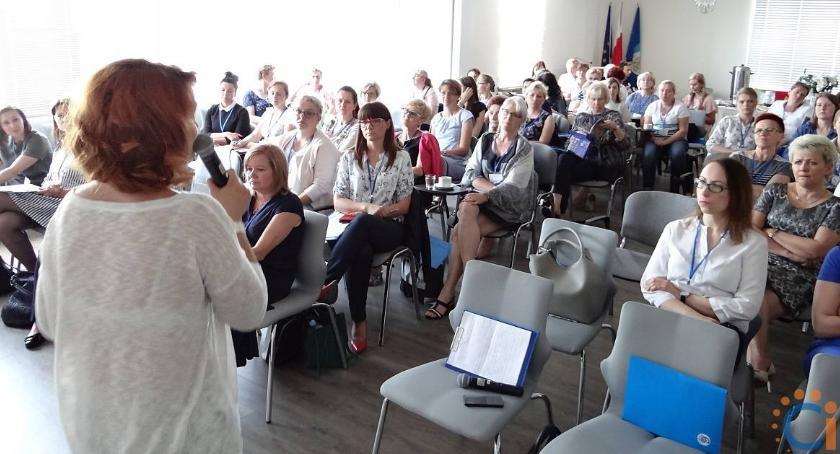 Edukacja, Nauczyciele Ciechanowa wzięli udział konferencji symultaniczno–sekwencyjnej nauki czytania - zdjęcie, fotografia