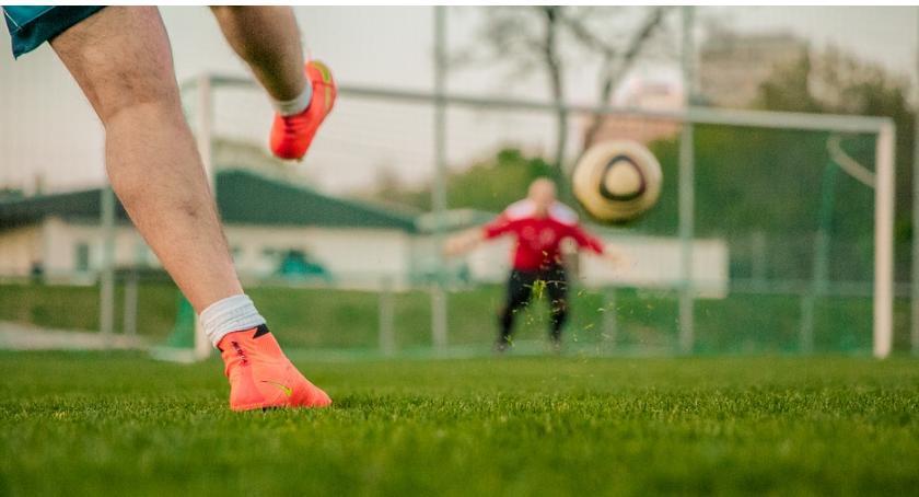 Piłka Nożna, Niższe Zwycięstwo Kryształu Tęcza remis - zdjęcie, fotografia
