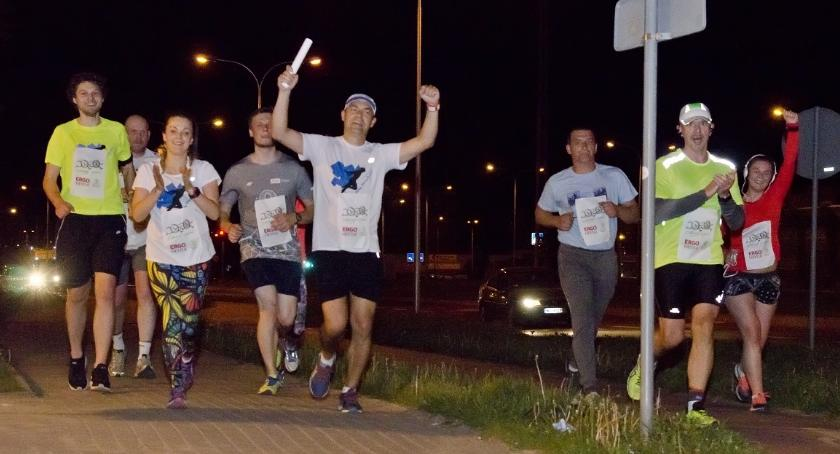Bieganie, godzinne bieganie pętli Przed Ciechanowska Sztafeta Charytatywna - zdjęcie, fotografia