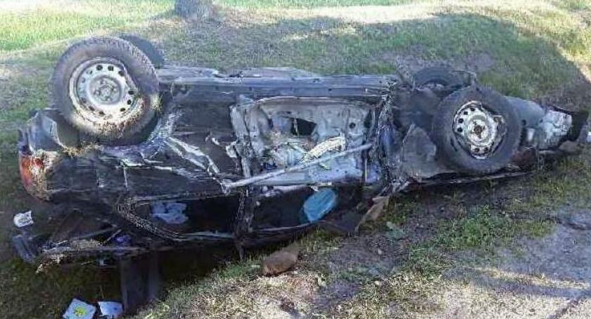 Wypadki drogowe, Poranny wypadek Honda czołowo zderzyła ciężarówką - zdjęcie, fotografia