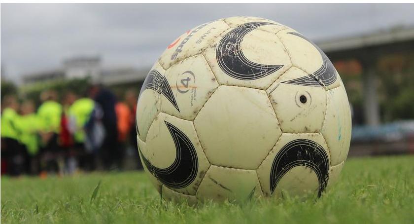 Piłka Nożna, Niższe Niespodziewana porażka Kryształu Tęcza remis - zdjęcie, fotografia