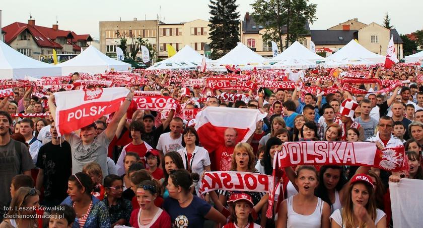 Piłka Nożna, Ciechanów będzie kibicował biało czerwonym Przed ratuszem pojawi Strefa Kibica - zdjęcie, fotografia