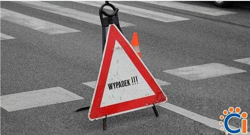 Wypadki drogowe, ostatniej chwili Wypadek krajówce osoby ranne - zdjęcie, fotografia