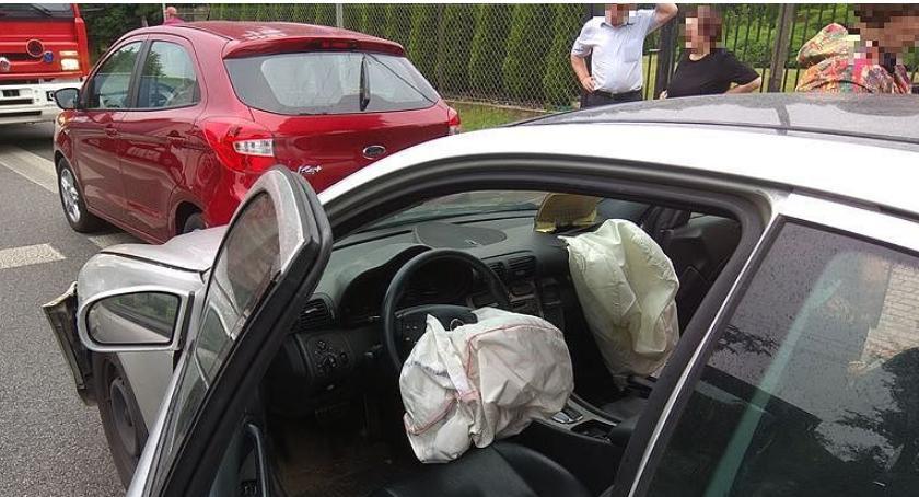 Wypadki drogowe, Mercedesem Forda Płońskiej [zdjęcia] - zdjęcie, fotografia