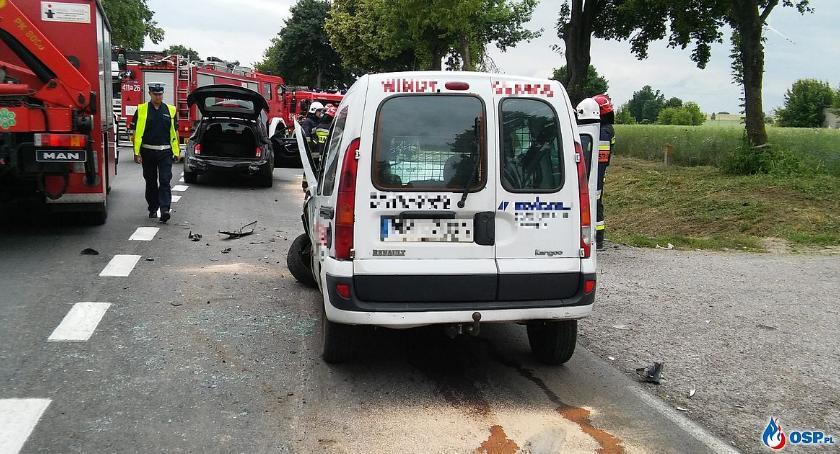 Wypadki drogowe, Zderzenie cysterny dwóch osobówek Ciechanowem [zdjęcia] - zdjęcie, fotografia