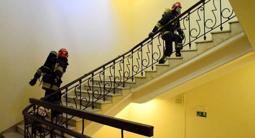 Zawody Strażackie, Strażacy Ciechanowa musieli wbiec piętro - zdjęcie, fotografia