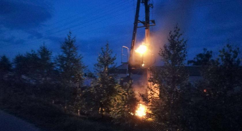 Pożary, Pożar transformatora Strażacy musieli zablokować drogę - zdjęcie, fotografia
