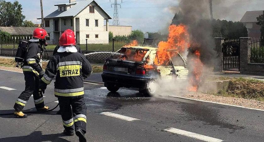 Pożary, Osobowa Skoda zapaliła czasie jazdy [zdjęcia] - zdjęcie, fotografia