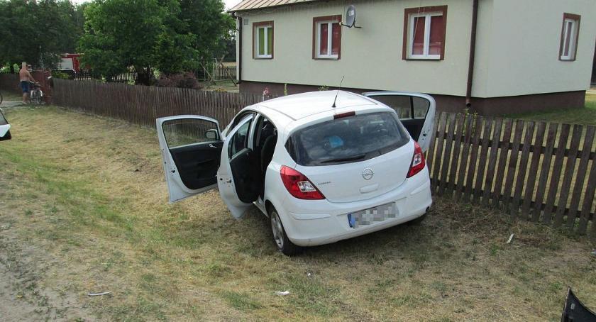 Wypadki drogowe, Kolizja osobówek Świętym Miejscu [zdjęcia] - zdjęcie, fotografia