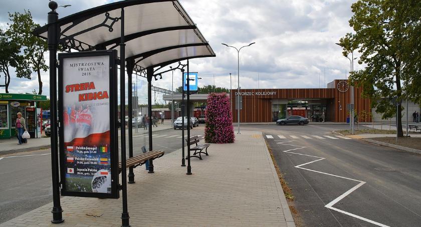 Komunikacja Publiczna, Autobusy wracają przed dworcem - zdjęcie, fotografia