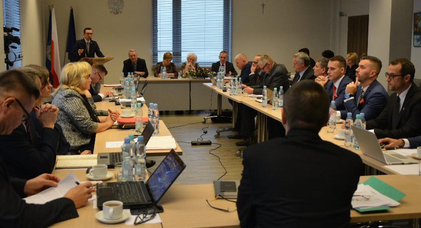 Samorząd, Radni obniżyli pensji prezydentowi Ciechanowa jednogłośni - zdjęcie, fotografia