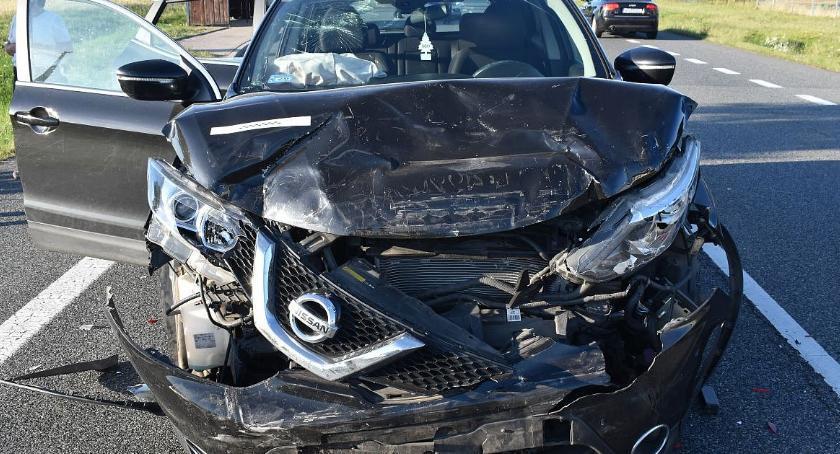 Wypadki drogowe, samochody rozbite krajówce [zdjęcia] - zdjęcie, fotografia