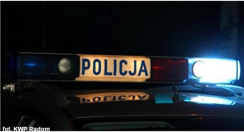 Wypadki drogowe, uderzyło ogrodzenie kierownicą nastolatek prawa jazdy - zdjęcie, fotografia