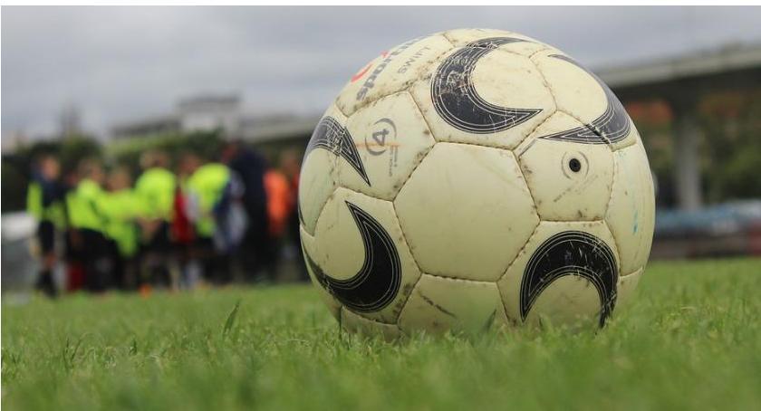 Piłka Nożna, Porażka pierwszym sparingu siatki trafiali zawodnicy - zdjęcie, fotografia