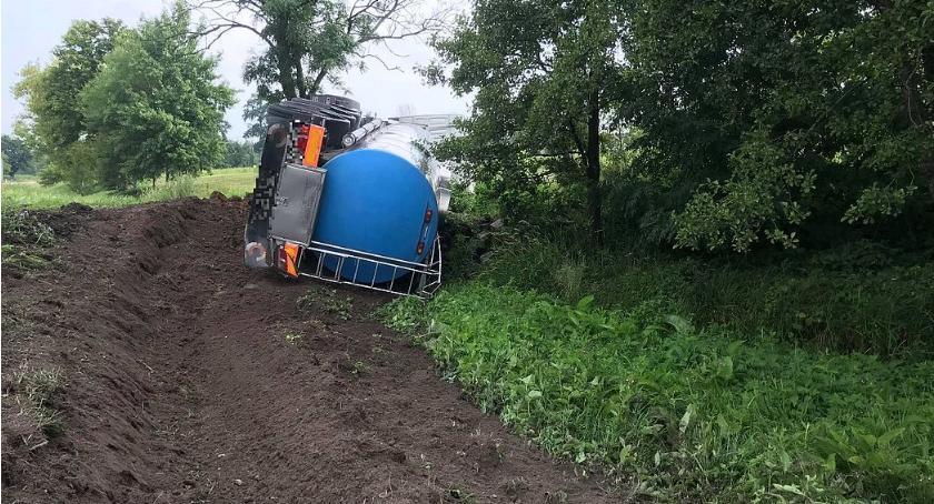Wypadki drogowe, Kierowca cysterny zasnął kierownicą Skutki usuwano przez ponad godzin [zdjęcia] - zdjęcie, fotografia