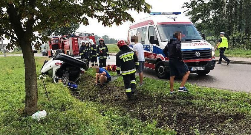 Wypadki drogowe, Lanos dachował Opinogórze kierownicą latek [zdjęcia] - zdjęcie, fotografia