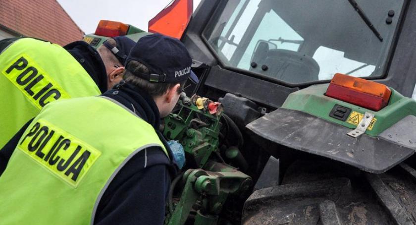Piraci Drogowi, Zatrzymali kontroli ciągnik kierownicą latek - zdjęcie, fotografia