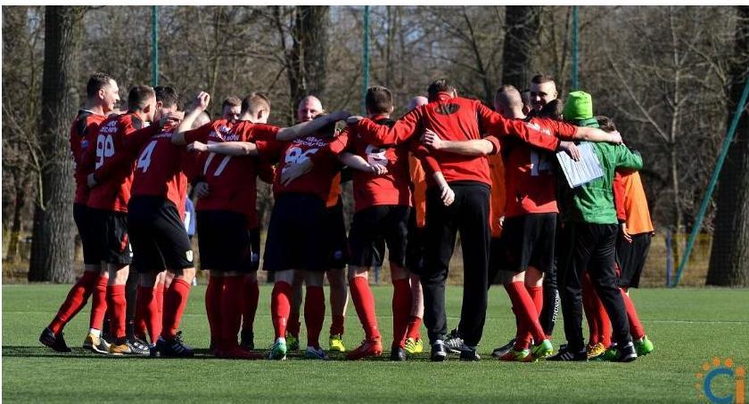 Piłka Nożna, Ciechanów rozpoczyna walkę czwartoligowym froncie początek Mazur - zdjęcie, fotografia