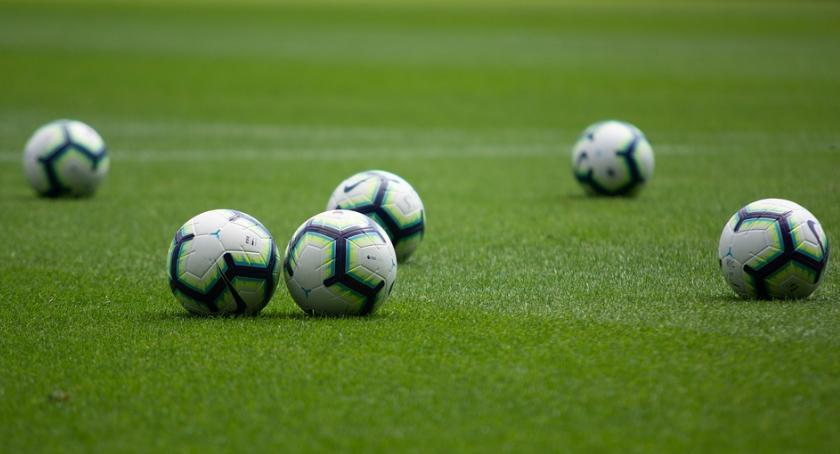 Piłka Nożna, Okręgowa Kryształ wygrywa Tęcza wciąż zwycięstwa - zdjęcie, fotografia