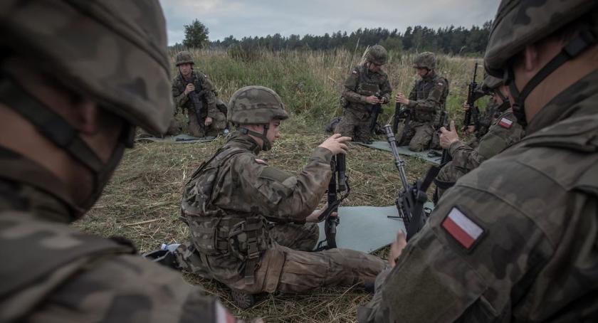 Wojsko, szkoli kolejnych Terytorialsów [zdjęcia] - zdjęcie, fotografia