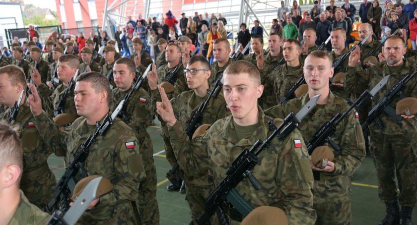 Wojsko, Ciechanowscy Terytorialsi rosną siłę kolejna przysięga - zdjęcie, fotografia
